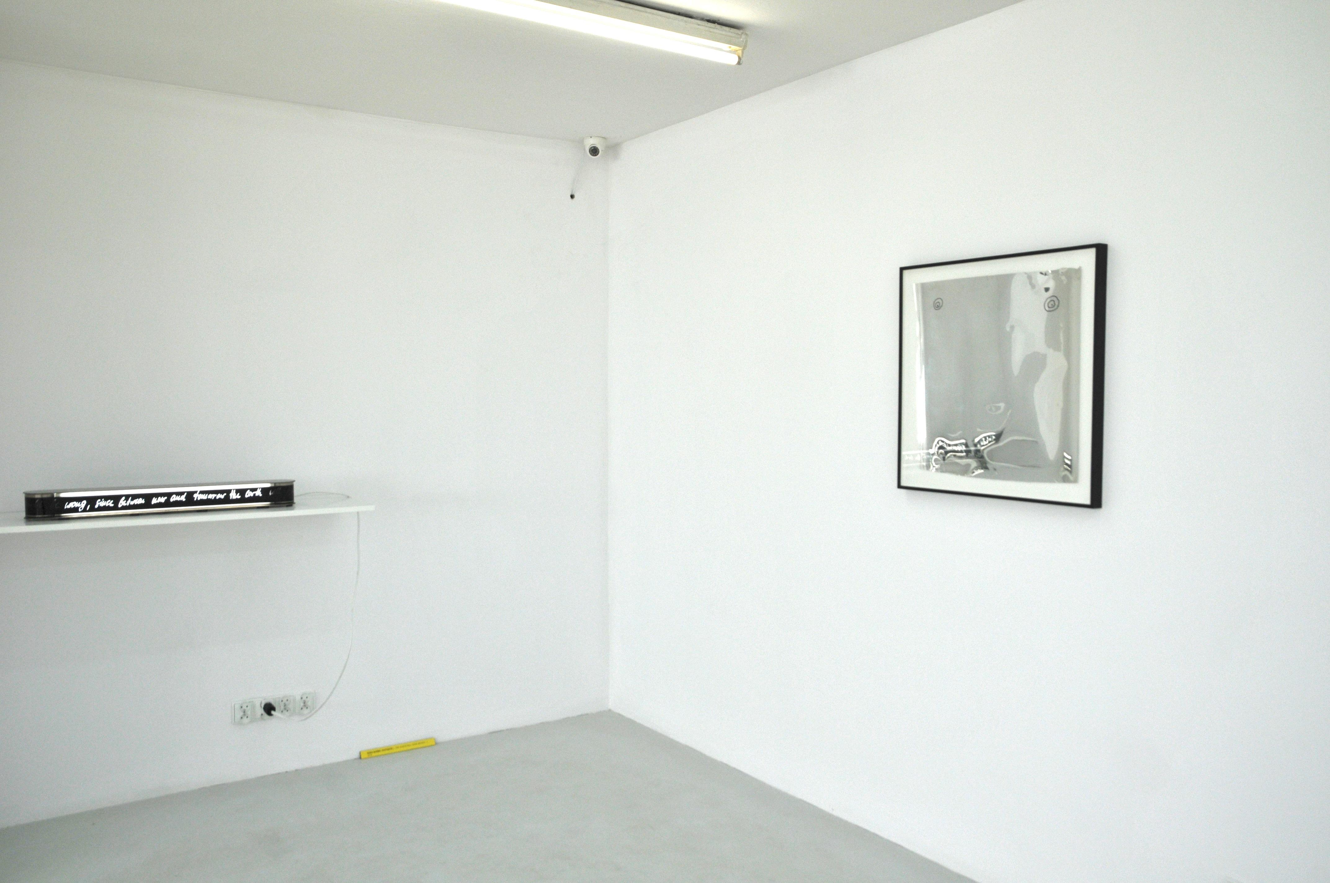 Zrobić niemożliwe światło widok wystawy, dzięki uprzejmości Fundacji Arton