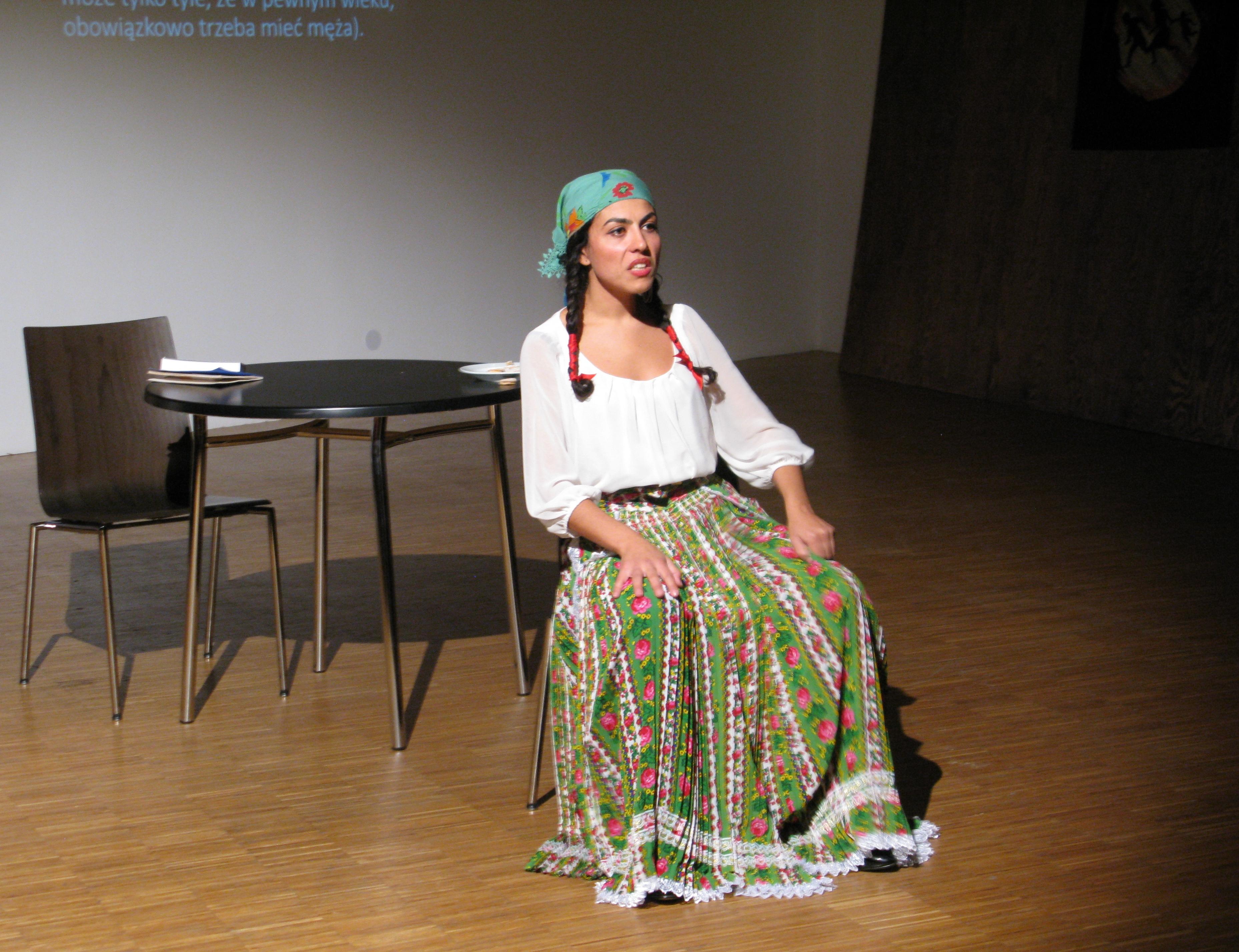 6. Mihaela Drăgan, Del Duma, performance  (zudziałem Eleny Albu); fot.Monika Smyła