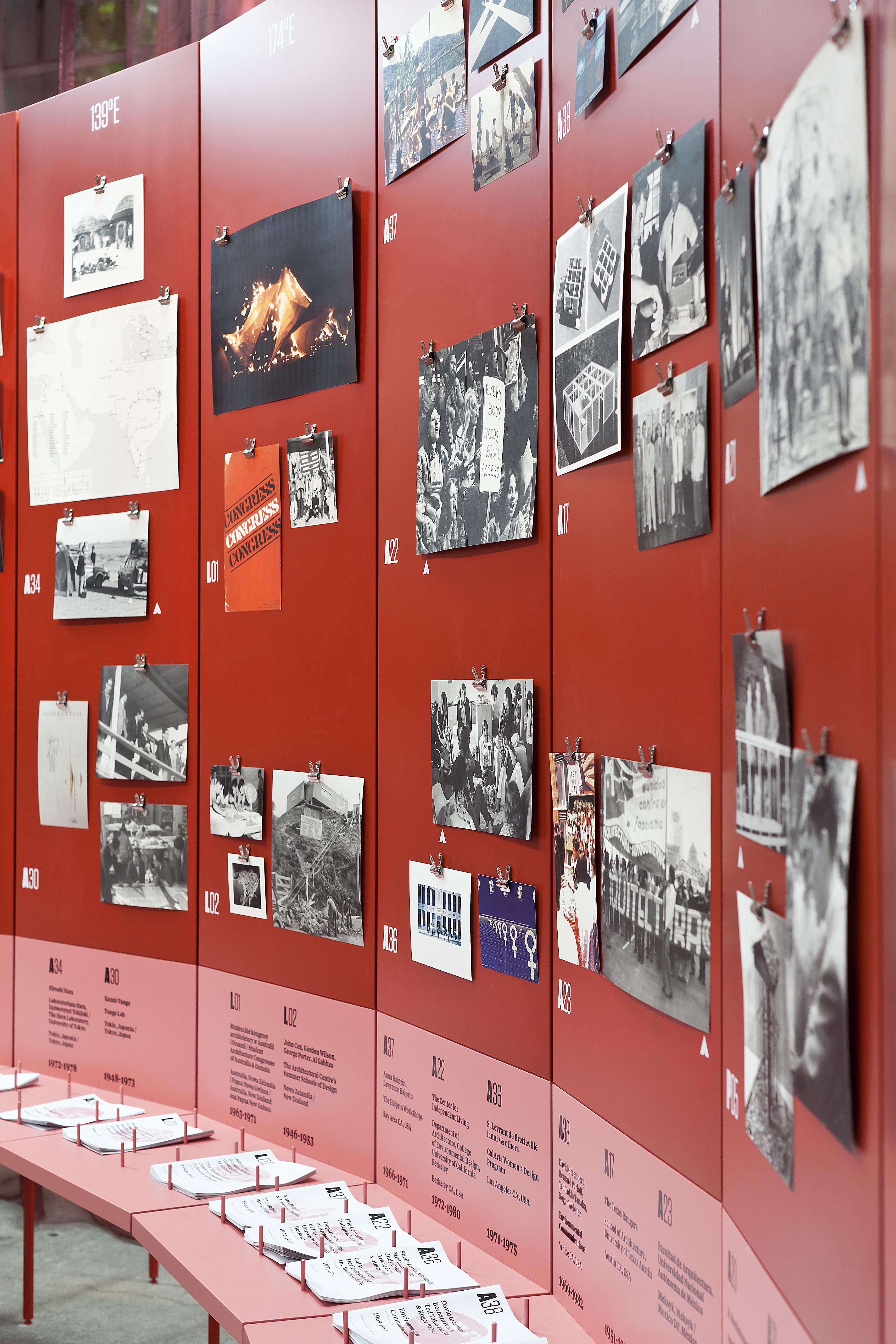 """Widok wystawy """"Radykalne nauczanie. Odbudowa edukacji architektonicznej"""", 7. edycja festiwalu Warszawa wBudowie"""