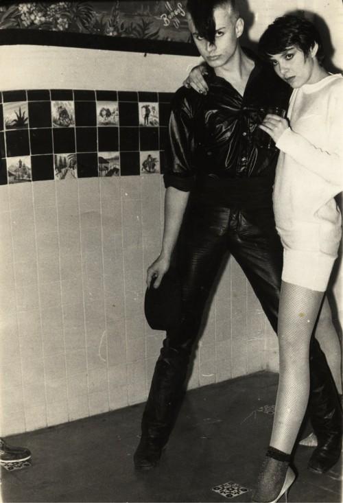 Nieznany fotograf, Beztytułu (Illy Bleeding iArianne Pellicer zgrupy Size), odbitka czarno-biała, ok. 1987