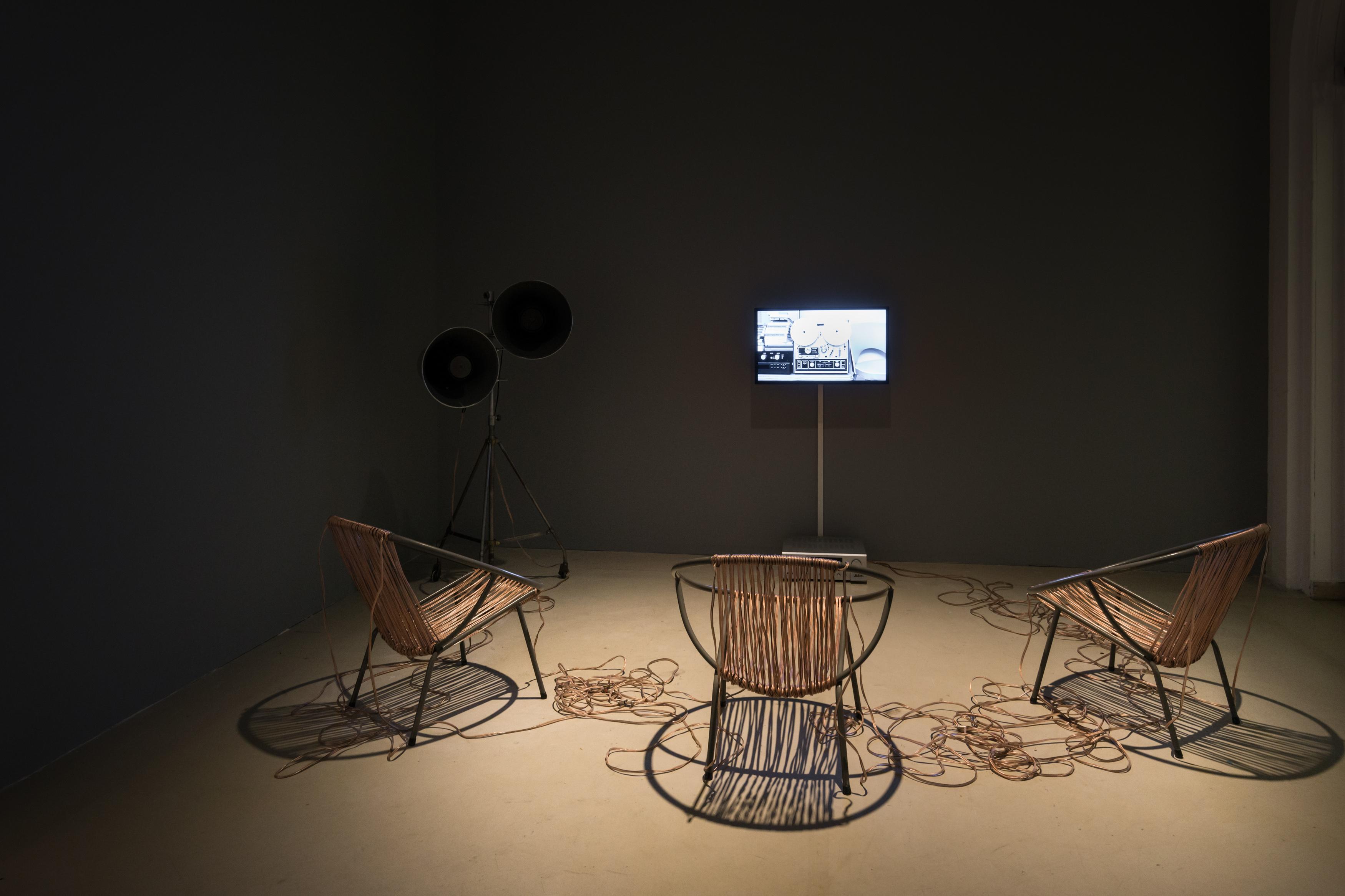 Leszek Knaflewski, Sit Down and Fight, 2013, obiekt, wideo