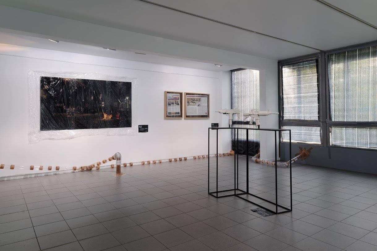 Joanna Rajkowska, Painkillers, 2014, Zbigniew Libera, Danusia, 2014 / The Guardian, 2014 zwystawy Je brûle Paris! wCité internationale des Arts wParyżu, fot.Aurelien Mole