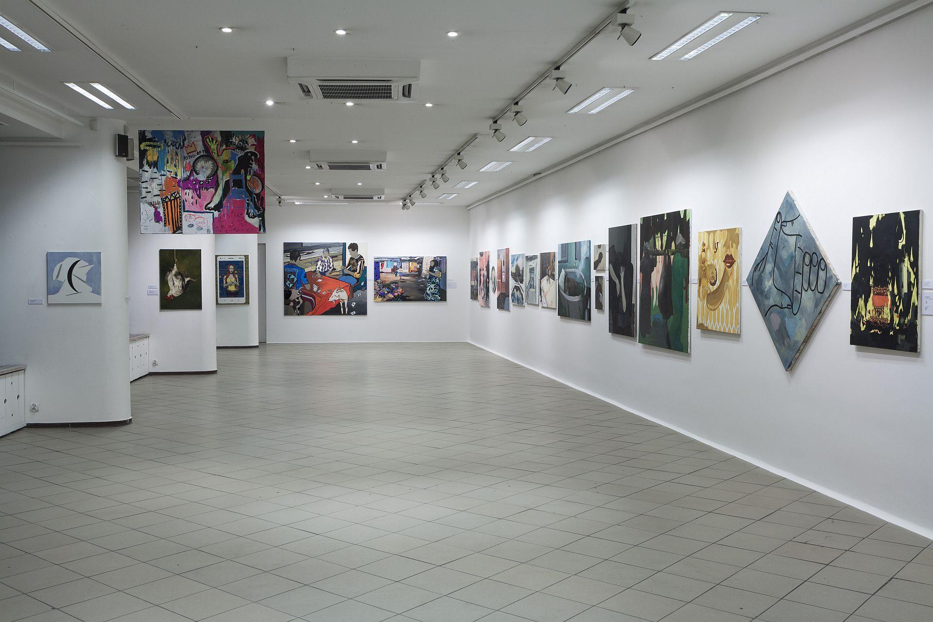 """""""Bielska Jesień 2015"""", Galeria Bielska BWA, 27.11.2015–17.01.2016, fragment ekspozycji (sala dolna), fot.Krzysztof Morcinek"""