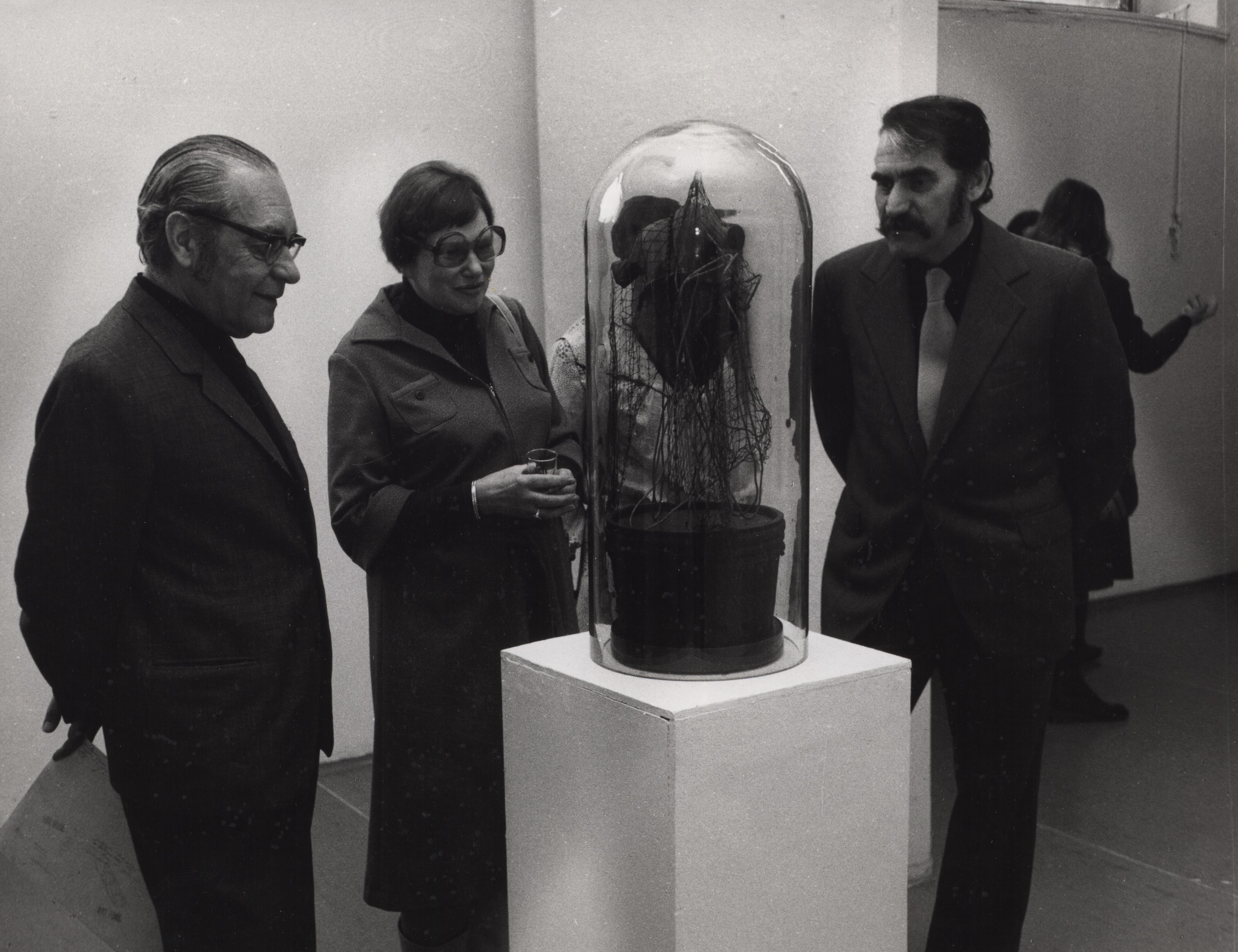 Jindřich Chalupecký zprzyjaciółmi, 1979, Archiwum Galerii Narodowej wPradze,  fot.Václav Chochola
