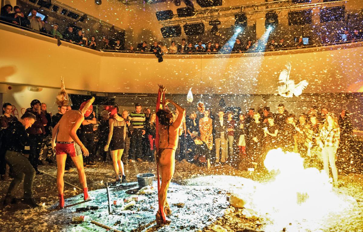 """Żeby tylkoniespłonąć. OIV edycji Dwubiegunowych Międzynarodowych Spotkań Performerów wSopocie """"Multi Occulti"""""""