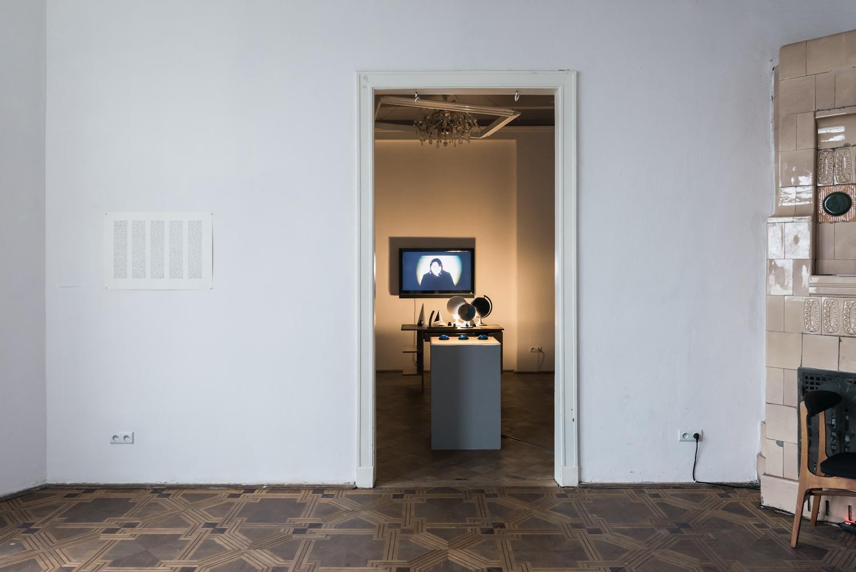 Ewa Zarzycka, Lata świetności, widok wystawy, instalacja Szafa grająca, 2015