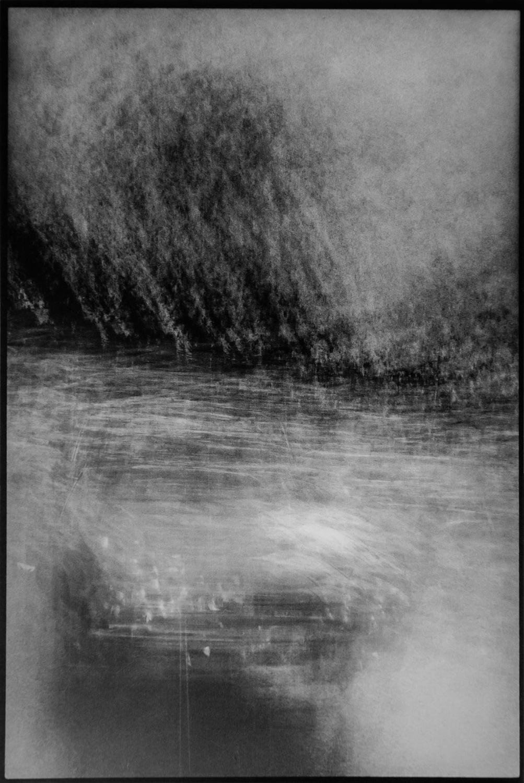 Krzysztof Pruszkowski, Cień 60 samochodów opuszczających parking, wcieniu jodeł  podMont-Blanc, Chamonix. Fotosynteza ,1985