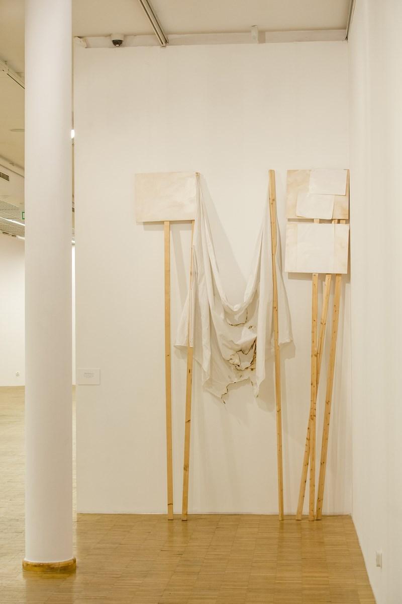 Sislej Chafa, White Corner, akryl, len, papier, drewno ,2008, dzięki uprzejmości Christine König Galerie, Wiedeń