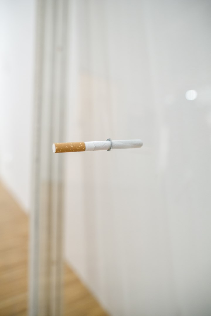 Sislej Xhafa, Romeo and Juliette, okno, papieros, 2006, dzięki uprzejmości GALLERIA CONTINUA, San Gimignano / Beijing / Les Moulins / Habana