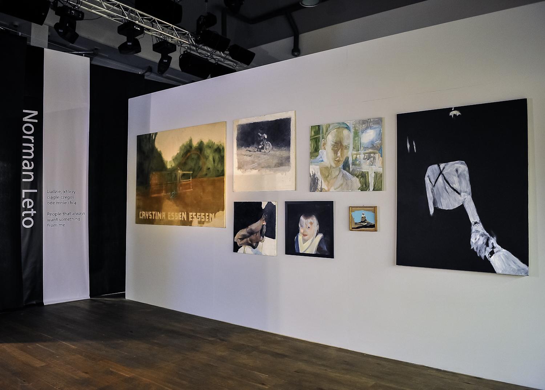 Ludzie, którzyciągle czegoś ode mnie chcą, widok wystawy, fot.Fotobank.PL / PGS