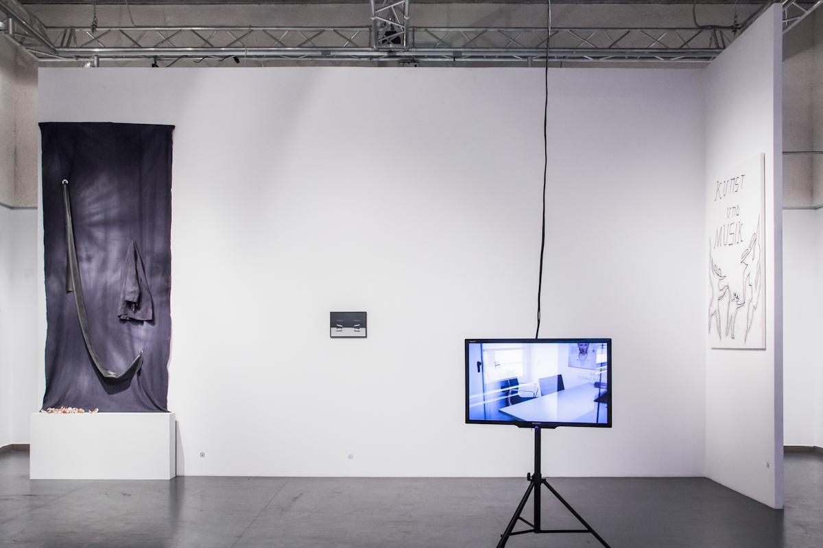 Cały czas wpracy, widok wystawy, odlewej: Beata Wilczek, Attila Csörgő, Ghislain Amar, Cezary Poniatowski, fot.Jan Domicz