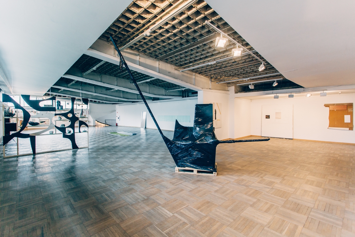 Z mojegookna widać wszystkie kopce, widok wystawy, Galeria Sztuki Współczesnej Bunkier Sztuki, 2016, fot.StudioFILMLOVE