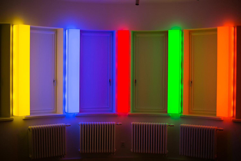 Leon Tarasewicz, beztytułu, plexi, LED 5x150×20×20 cm, 2016