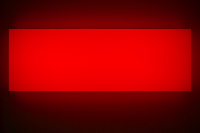 Leon Tarasewicz, beztytułu, plexi, LED 60×180×20 cm, 2016