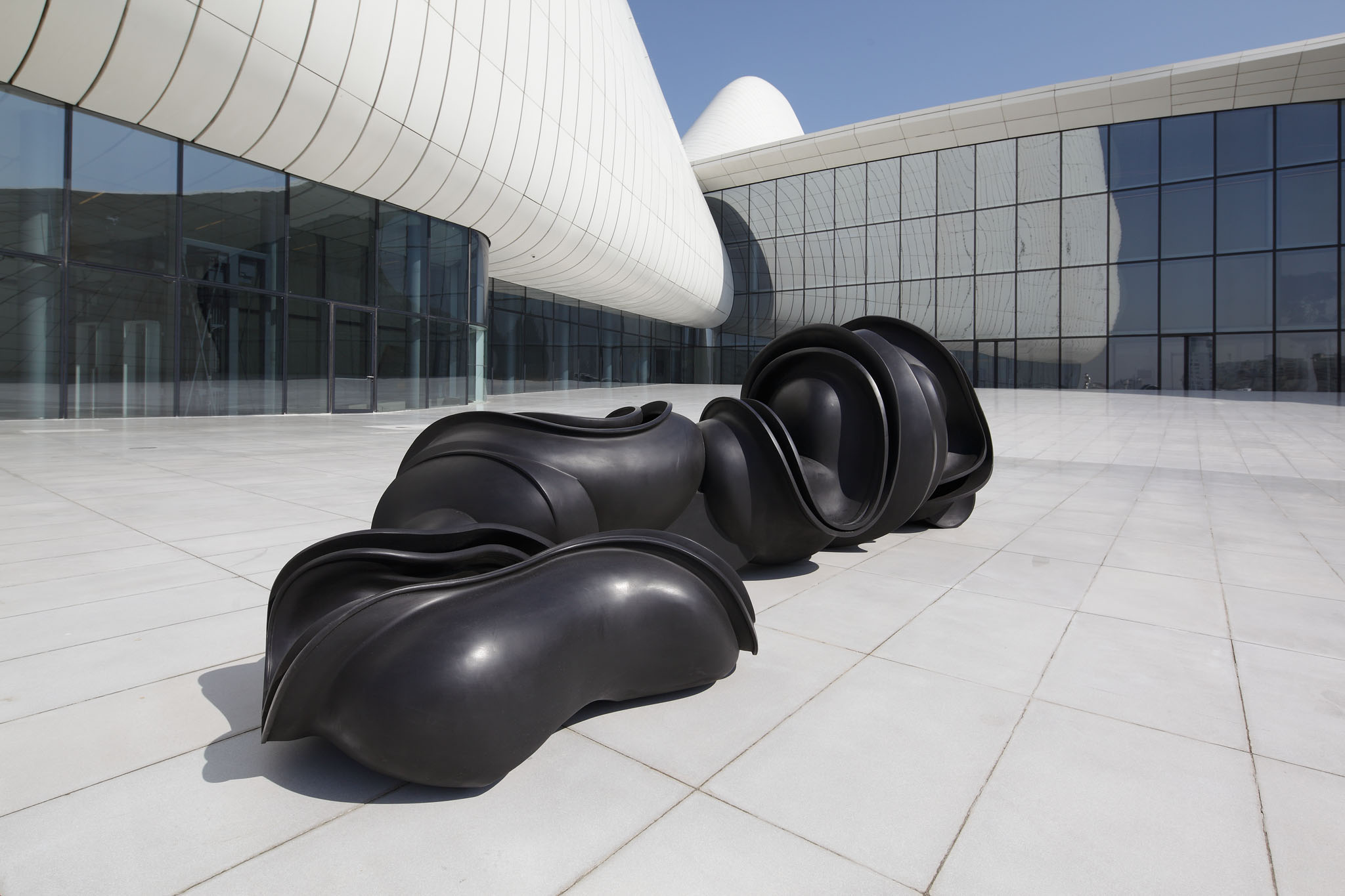 Tony Cragg, Early Forms, 130 x 410 x 160 cm, 2001, fot. Michael Richter