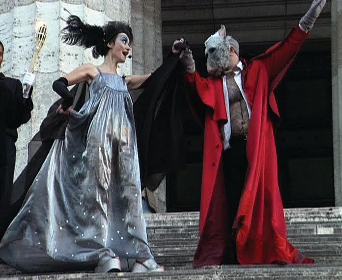 Katarzyna Kozyra, Madonna zRegensburga, 2005, performance zcyklu Wsztuce marzenia stają się rzeczywistością, kadr wideo dzięki uprzejmości Fundacji Katarzyny Kozyry