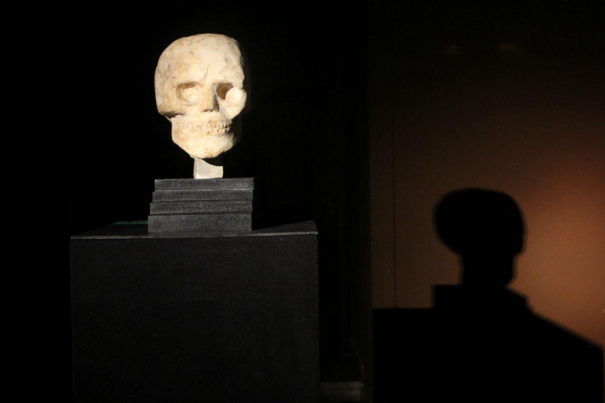 Zbigniew Warpechowski, Głowa wktórejpowstałą idea piramidy, rzeźba, fot.Roman Dziadkiewicz