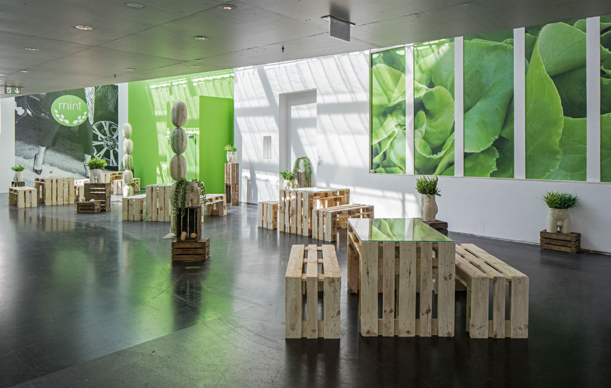 Debora Delmar Corp., MINT, 2016, widok wystawy; 9th Berlin Biennale