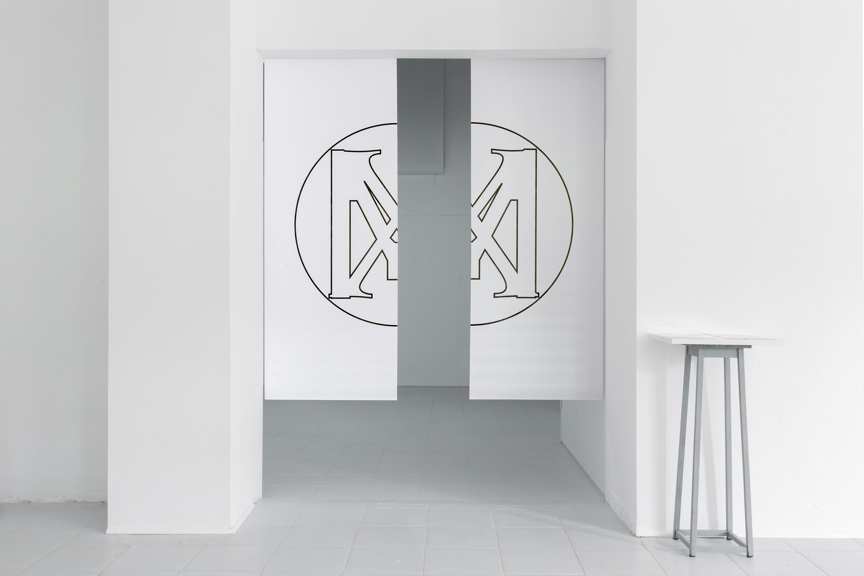 Daniel Koniusz, XM (doublespeak 001), wydruk laserowy nabanerze, 2 x 75x150 cm, 2016