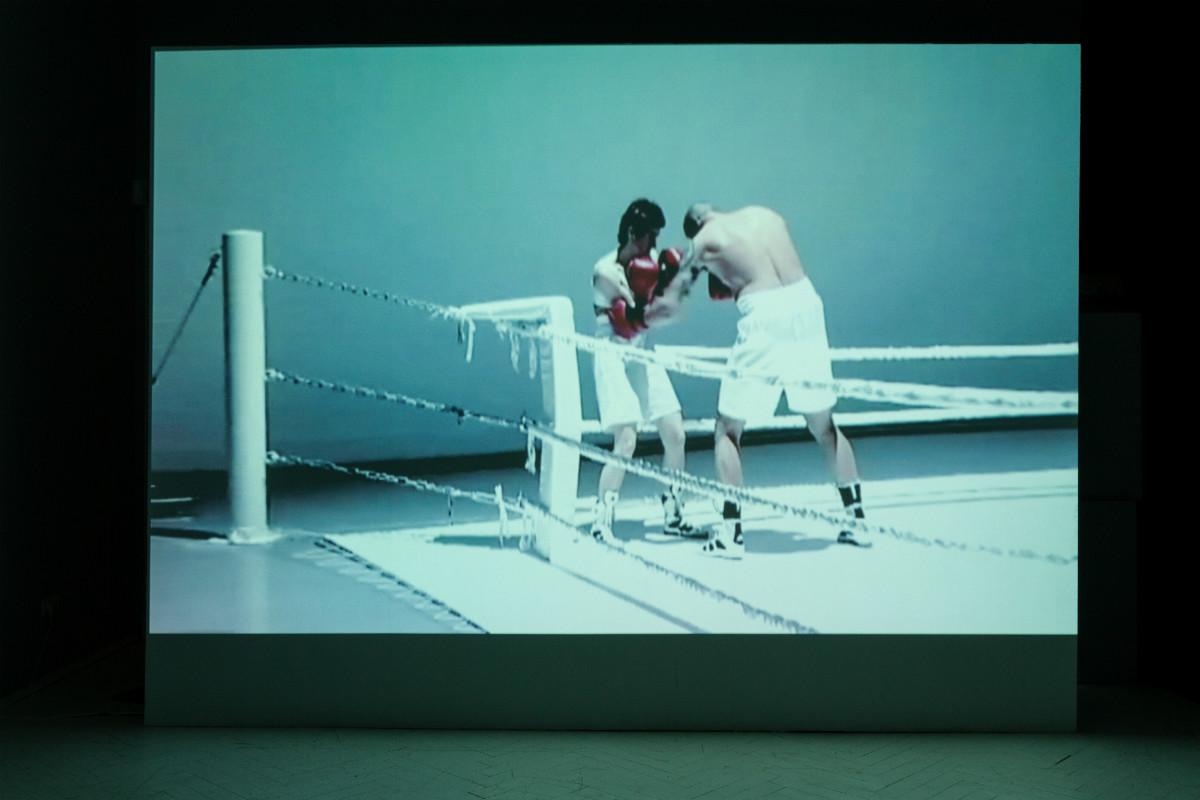 Zuzanna Janin, WALKA / FIGHT, wideo, 9', 2001