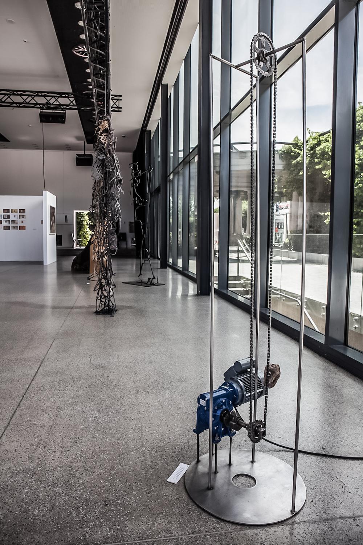 Na pierwszym planie: Christine Overvad Hansen, Maszyna zkamieniem (Stonemachine), 2011