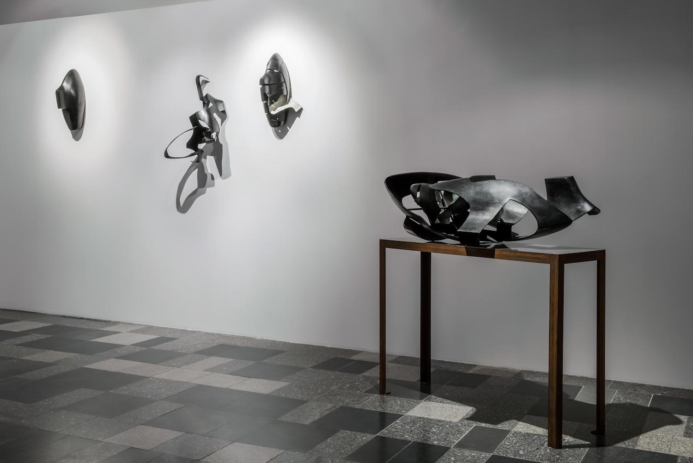 Krzysztof M. Bednarski, Gravity. Tymoteuszowi Karpowiczowi, widok wystawy, dzięki uprzejmości BWA Wrocław