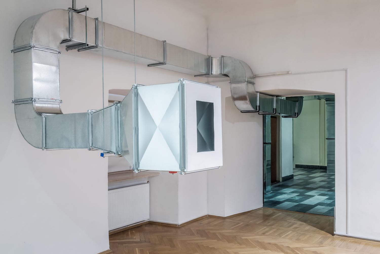 Krzysztof M. Bednarski, Mi senti? (pasaż), instalacja, 1995/2016, dzięki uprzejmości BWA Wrocław