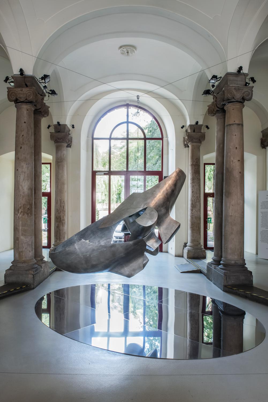 Krzysztof M. Bednarski, Moby Dick - Levitas, aluminium, 2014, dzięki uprzejmości BWA Wrocław