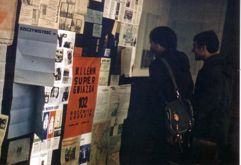 Galeria Babel, ściana plakatowa wewnątrz sali BWA, 1972