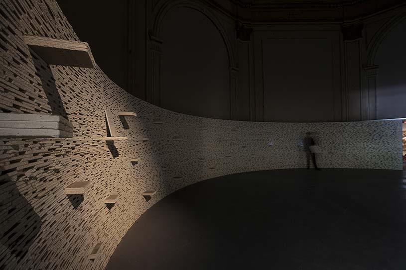 Maria Reiche's Room, widok wystawy Reporting From the Front mat. prasowe Biennale Architektury
