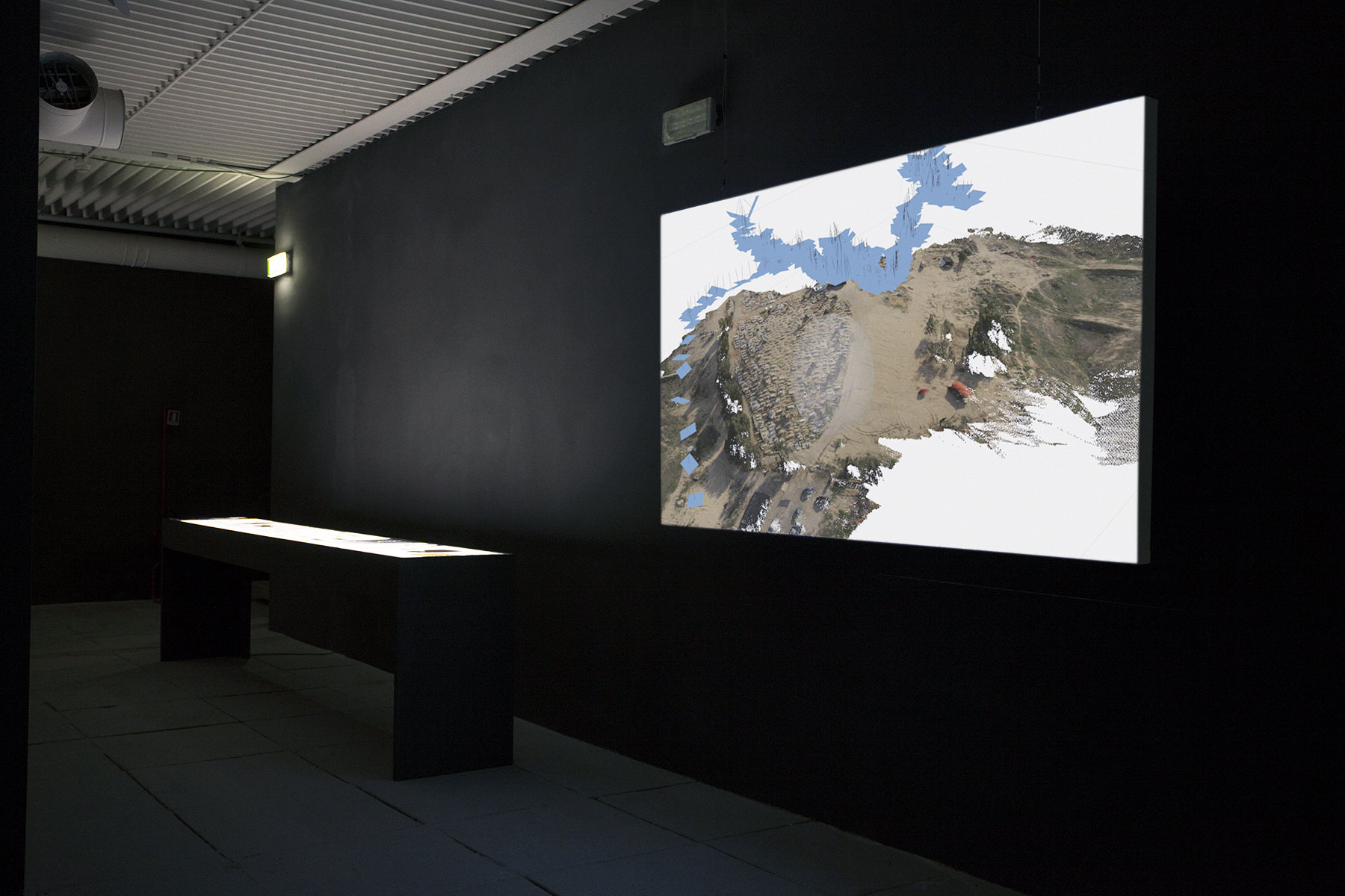 Forensic Architecture, widok wystawy Reporting From the Front, mat. prasowe Biennale Architektury