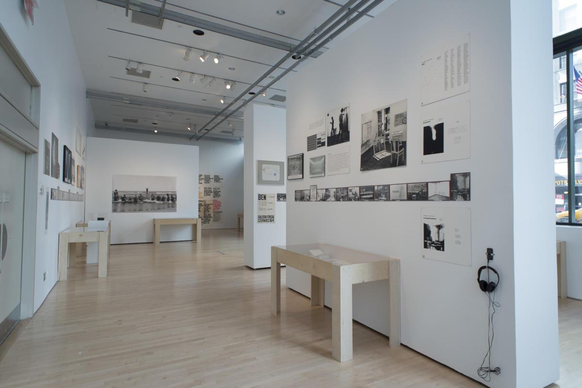 """""""Myśli odizolowane: Archiwum Galerii Foksal 1966-2016"""" wJames Gallery przy CUNY Graduate Center"""