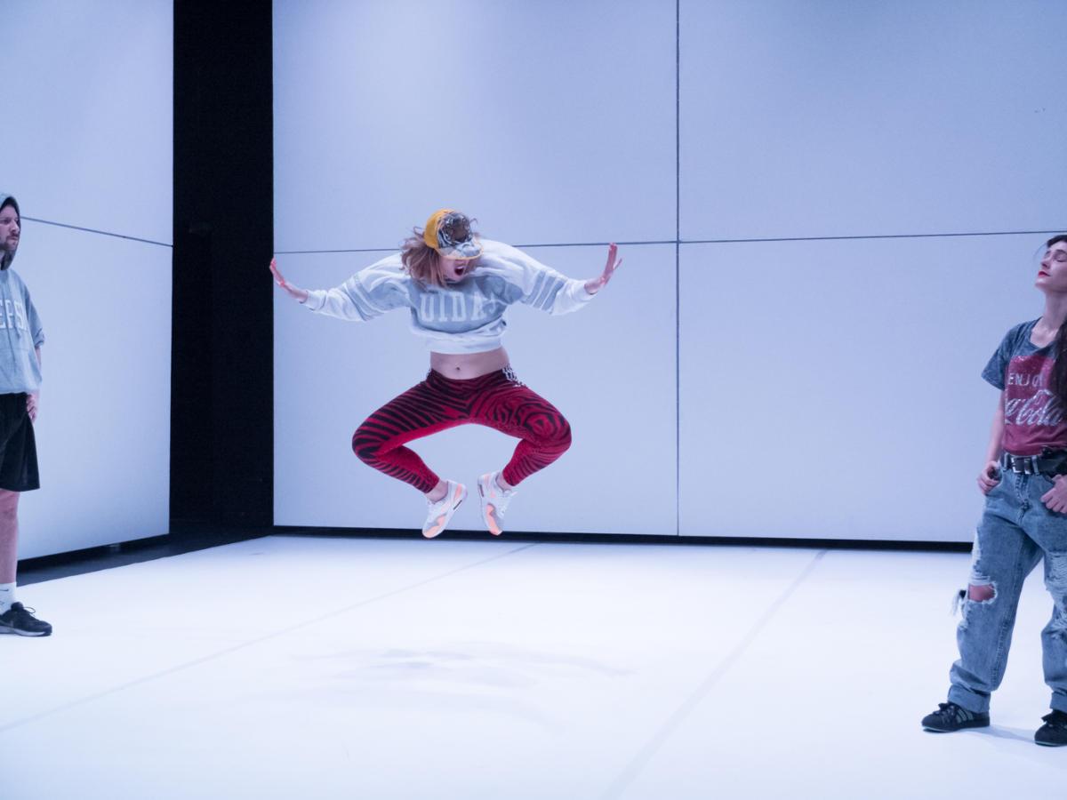 """Radosny taniec delfinów. """"To"""" Marty Ziółek wNowym Teatrze"""