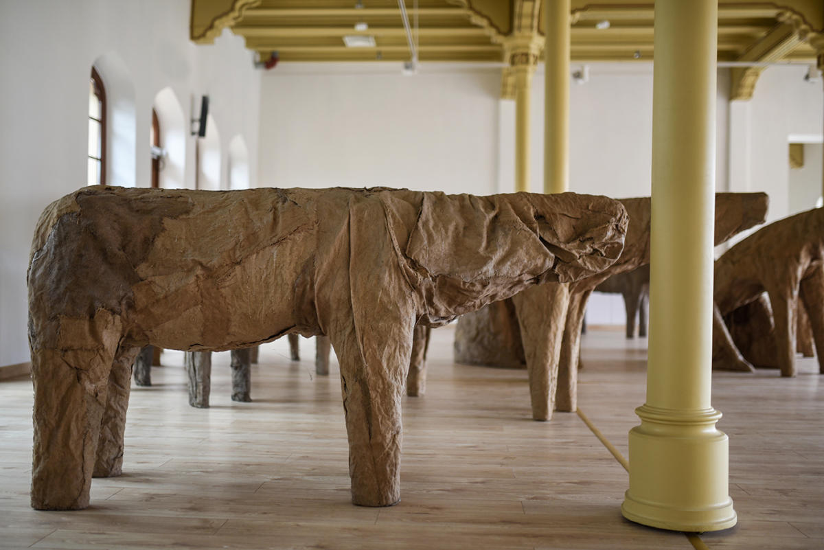 """Ślady istnienia, w hołdzie dla Magdaleny Abakanowicz (1930–2017)"" w mia Art Gallery / ""Effigies of life. A tribute to Magdalena Abakanowicz (1930–2017)"" at mia Art Gallery"