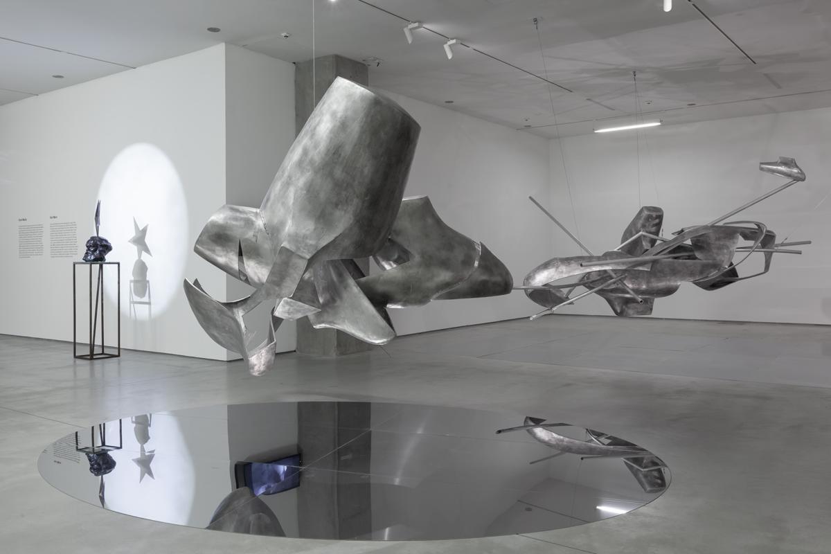 """""""Karol Marks vs Moby Dick. Analiza formy irozbiórka idei"""" Krzysztofa M. Bednarskiego wMOCAK-u"""