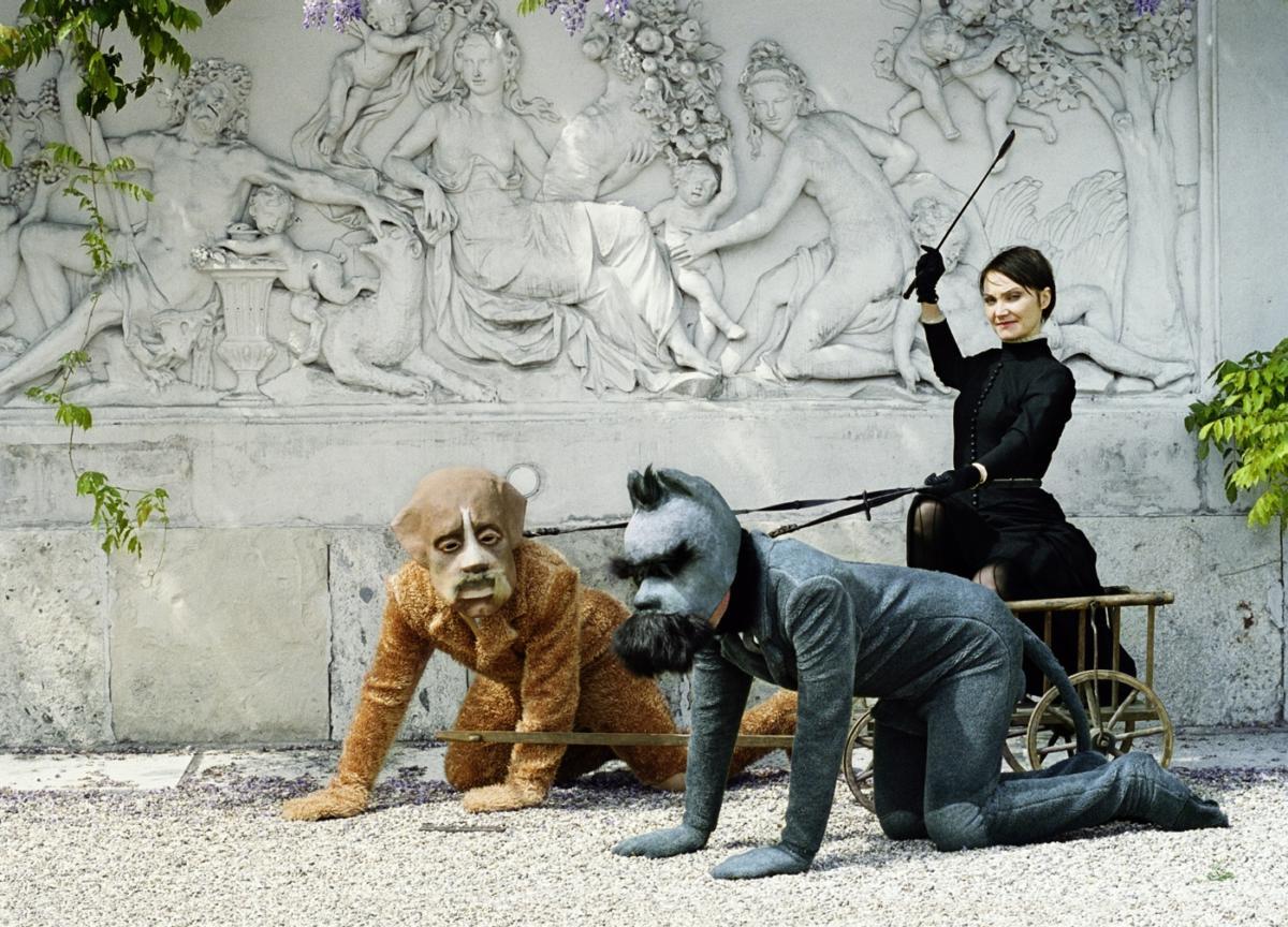 """Przyśniona rewolucja Katarzyny Kozyry. """"Bipeds and Quadrupeds"""" wPostmasters Gallery wNowym Jorku"""