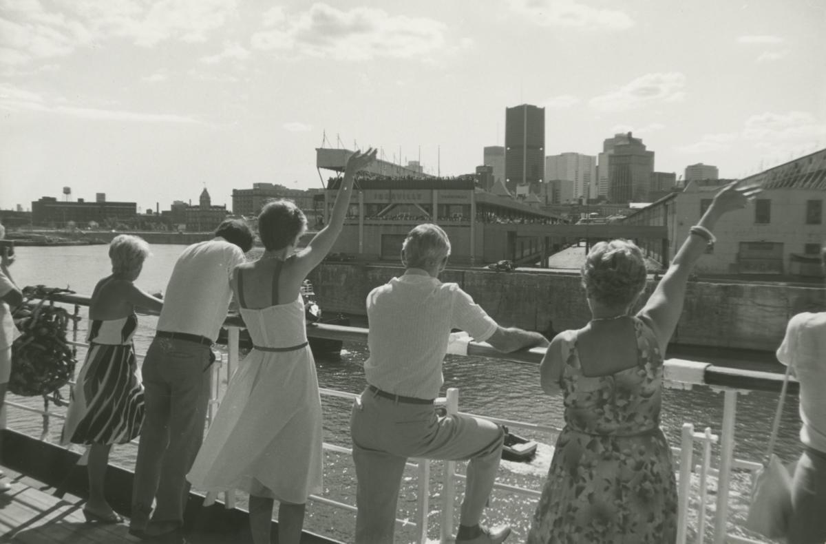"""""""Love Boat. Rozkosze rejsów »Stefanem Batorym« nafotografiach Hipolita Śmierzchalskiego"""" wMuzeum Emigracji wGdyni"""