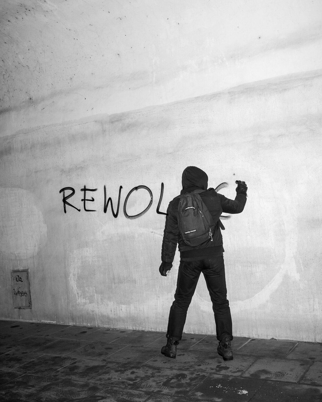 Empatia radykalna, aktywizm wizualny. Rozmowa zKarolem Grygorukiem