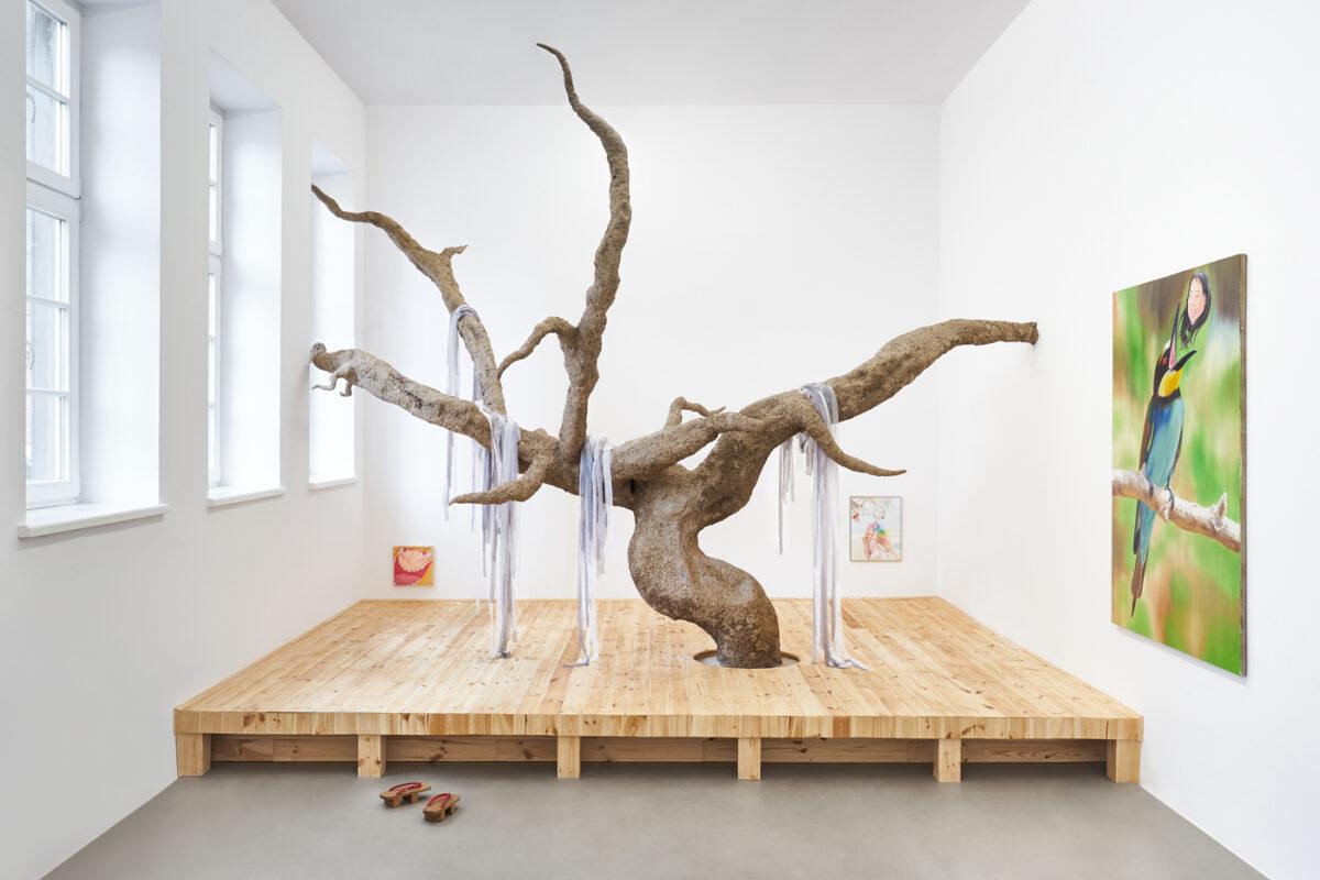 """""""Trzepot skrzydeł wkoronach drzew"""" duetu Øleg&Kaśka iZofii Pałuchy wGdańskiej Galerii Miejskiej"""
